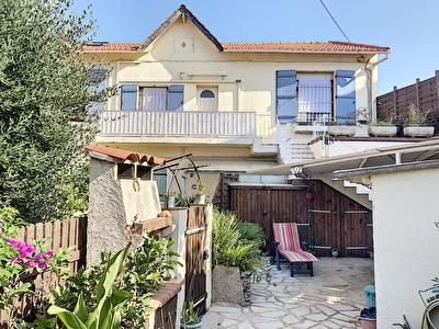Toulon Haut de villa de 1930  T3 60 m2 , avec jardin, terrasse ,sur  terrain de100m2