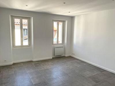 Appartement Saint Cyr Sur Mer de  3 pieces de 52 m2 refait entierement a neuf