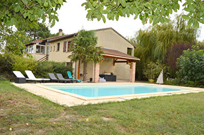 Pompertuzat  31450 Maison T7 170 m2 beau potentiel avec piscine et jardin, garage 60m2