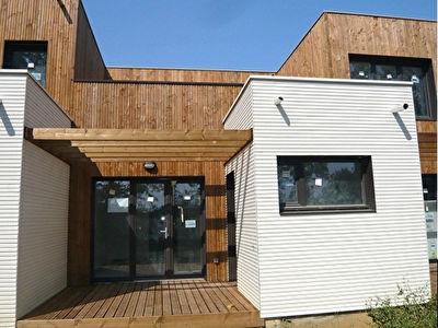 CORNEBARIEU 31700 belle Villa Standing Recente Duplex (2013) de 75,77m2 en face d'un bois !Terrasse et jardin, 66 m2 ,Un Box, un parking, 2 salles de bains , Cuisine equipee