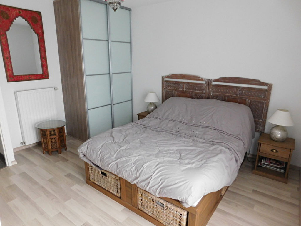 Toulouse 31200 appartement T2 à vendre au dernier étage - parking et 2 terrasses.