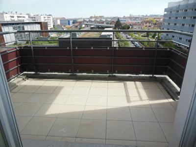 Toulouse 31200 EMBOUCHURE Proche canal du midi  Agreable T3 recent lumineux de 61.50m2 terrasse de 6.40m2  parking sous sol