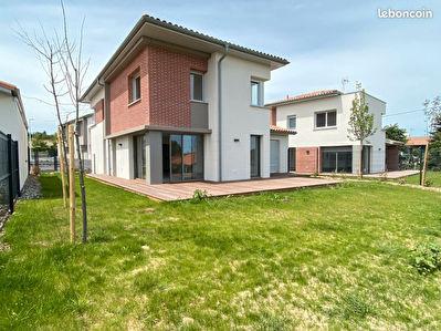 Maison Auzeville Tolosane T6 142.14 m2, terrain de 439m2 recente