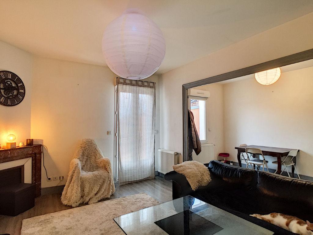ST PERAY - Immeuble vendu loué avec 3 appartements