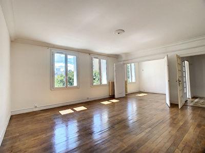 Lamartine, joli T3/4 96 m2 annees 50 avec ascenseur, garage. Et du cachet !