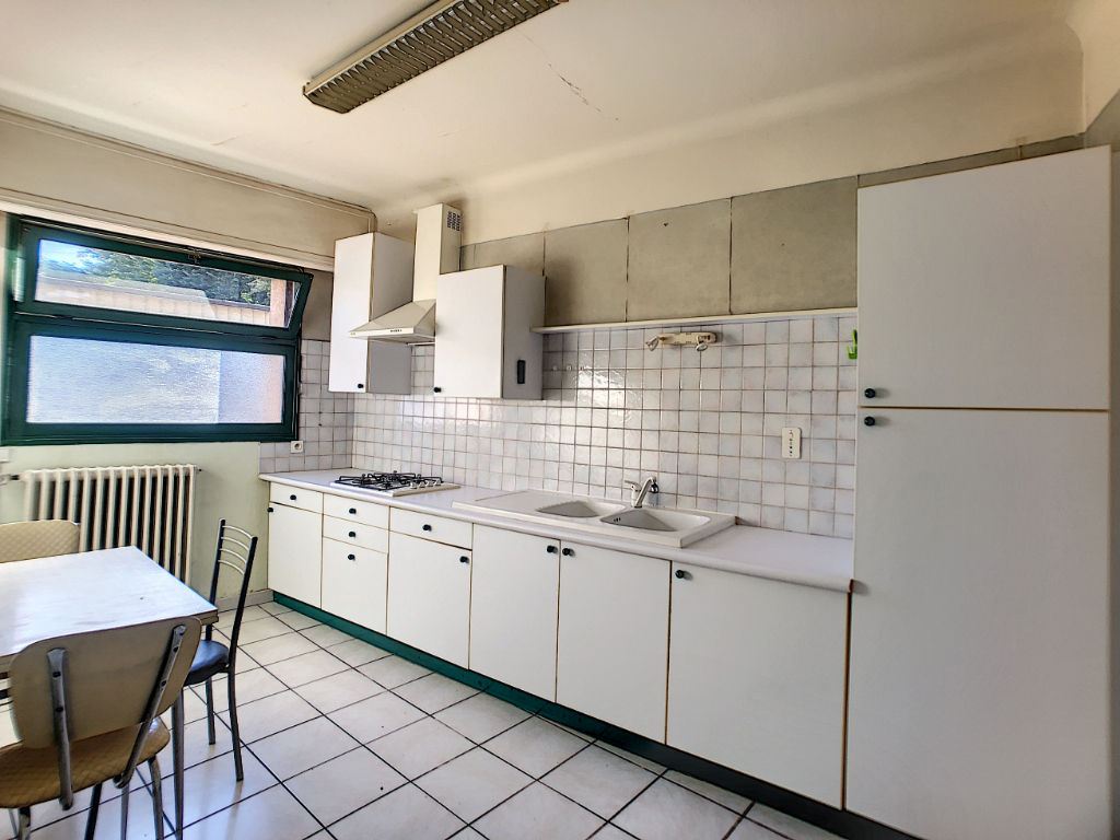 Maison avec terrasse+appartement et garages 175m2 Bourg les Valence