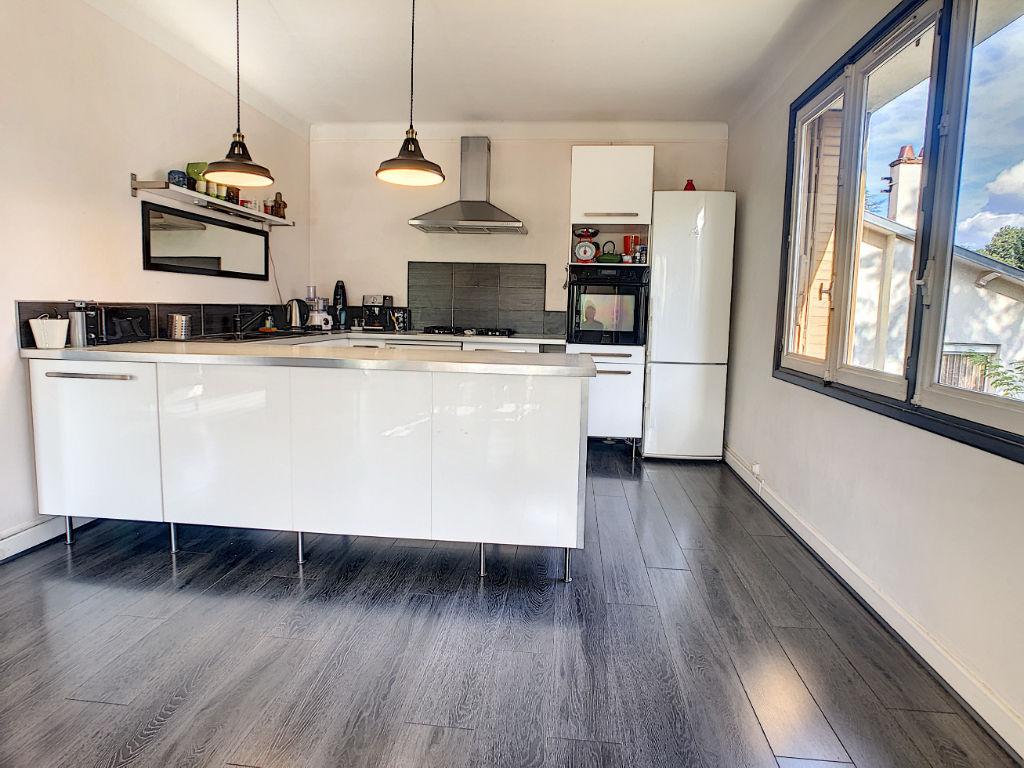 Maison 5 chambres, spacieuse et au calme, grand garage