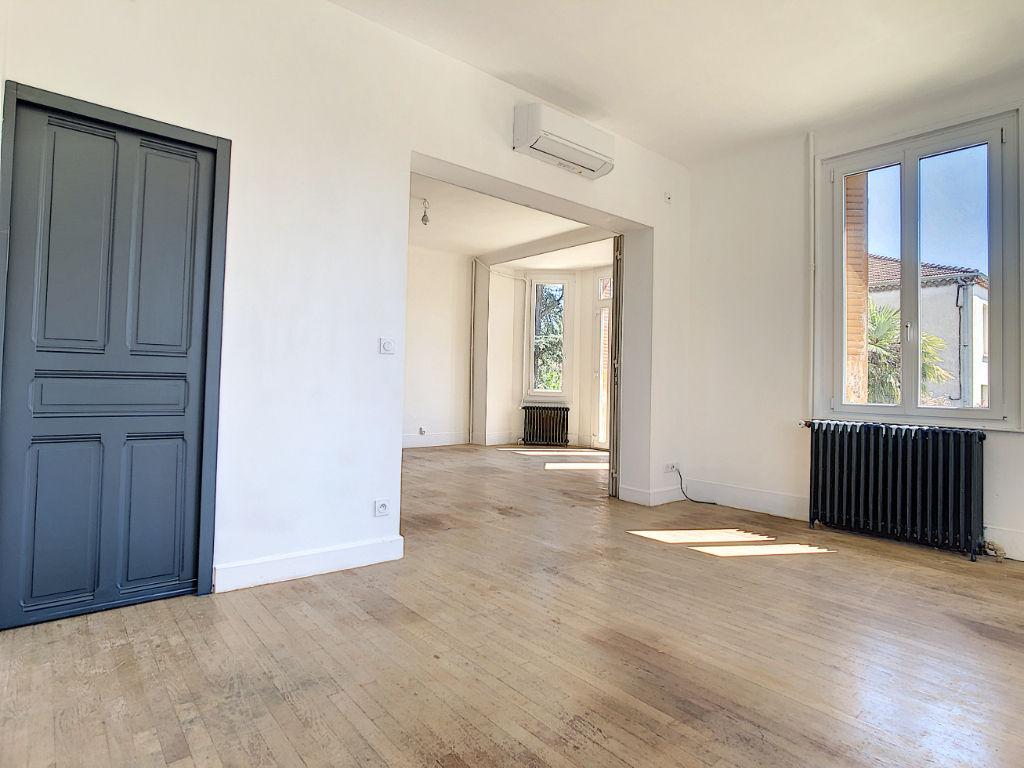 Maison familliale années 30 sur grande parcelle, Chateauvert, 220m2 habitable sur 6 chambres, garages et annexe