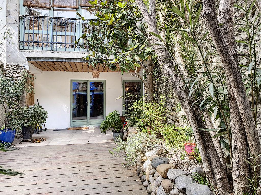 Maison de rue atypique 95 m² avec extérieur charmant et dépendances