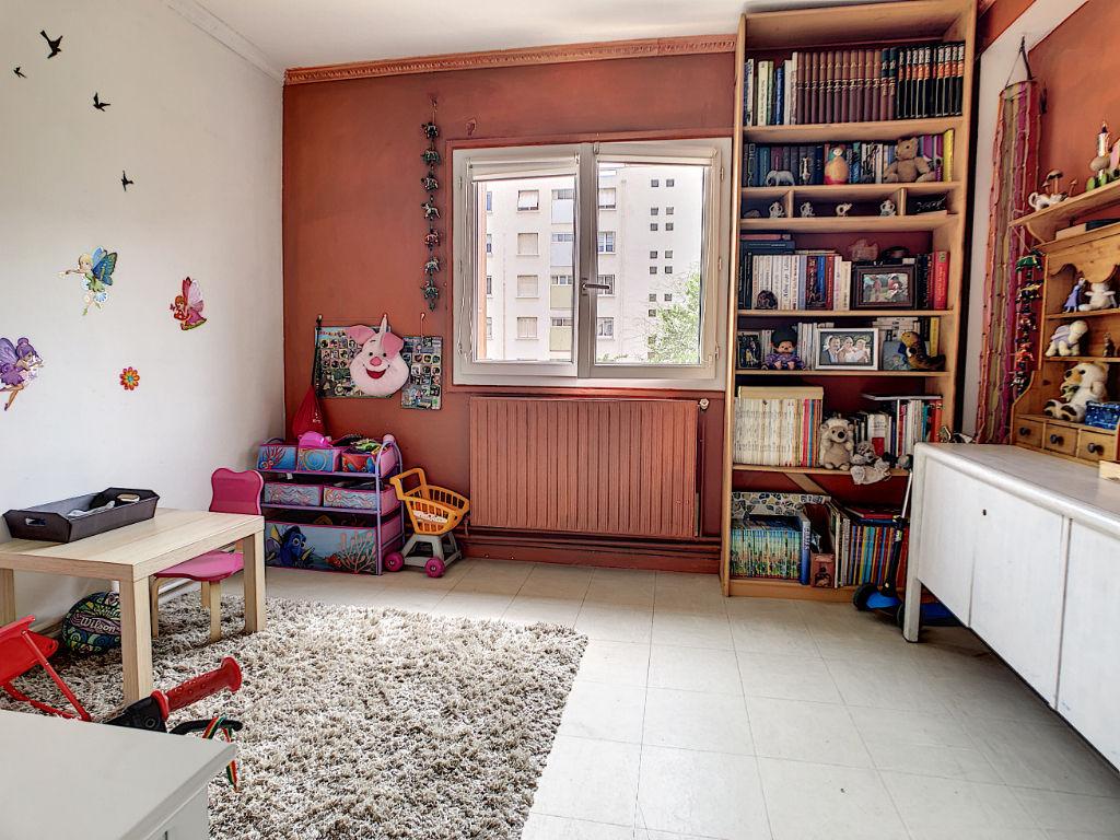 Agréable T5  de 76m2 au calme, Quartier Chateauvert, 3 chambres, Garage, faibles charges