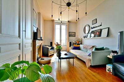 Appartement T2 Vlleurbanne Charpennes 69100, dernier etage, bel ancien renove, traversant Est-Ouest, lumineux, sans vis a vis
