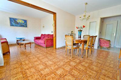 Appartement T4 Villeurbanne 69100, entre Gratte Ciel et Ferrandiere, 3eme etage, lumineux, 2 balcons et garage