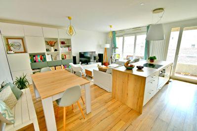 Appartement  T3 Villeurbanne 69100 Coeur Gratte ciel, belles prestations, balcon, au pied du metro et des commerces