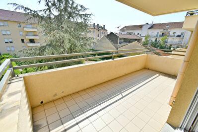 Appartement T4, Villeurbanne 69100 Republique, balcon a vivre, traversant Est-Ouest, garage et cave