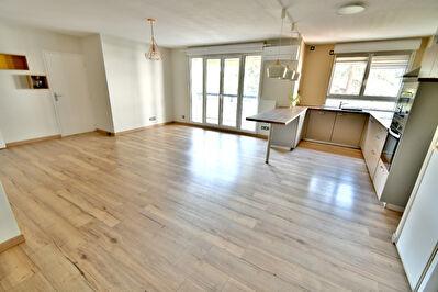 Appartement T4, balcon a vivre, vaste piece de vie, traversant, Lyon 69003 Ferrandiere