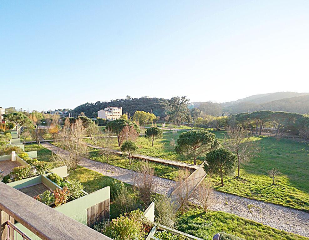 Grand 3 pièces traversant, résidence avec gardien, parc et piscine