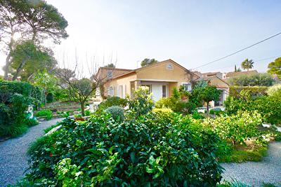 Magnifique villa de plain pied de 7 pieces avec piscine interieure chauffee proche mer et tous commerces