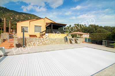 Ajaccio, magnifique villa avec piscine vue mer sur un terrain d'environ 3000m2