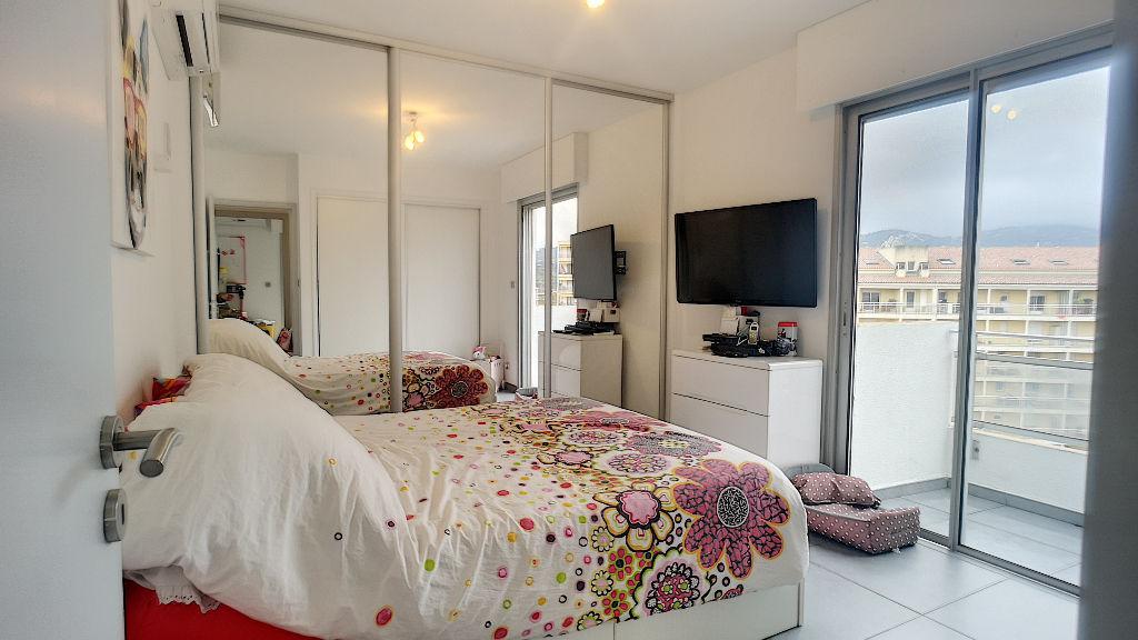 A vendre sur Ajaccio Appartement 4 pièces de 93M²  avec terrasse -  Dernier étage
