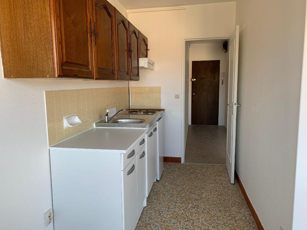 CHARTRES, appartement 2 pièces avec parking