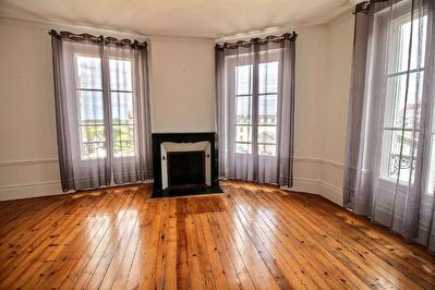 Appartement Chartres centre -  AUX PIEDS DE LA CATHEDRALE