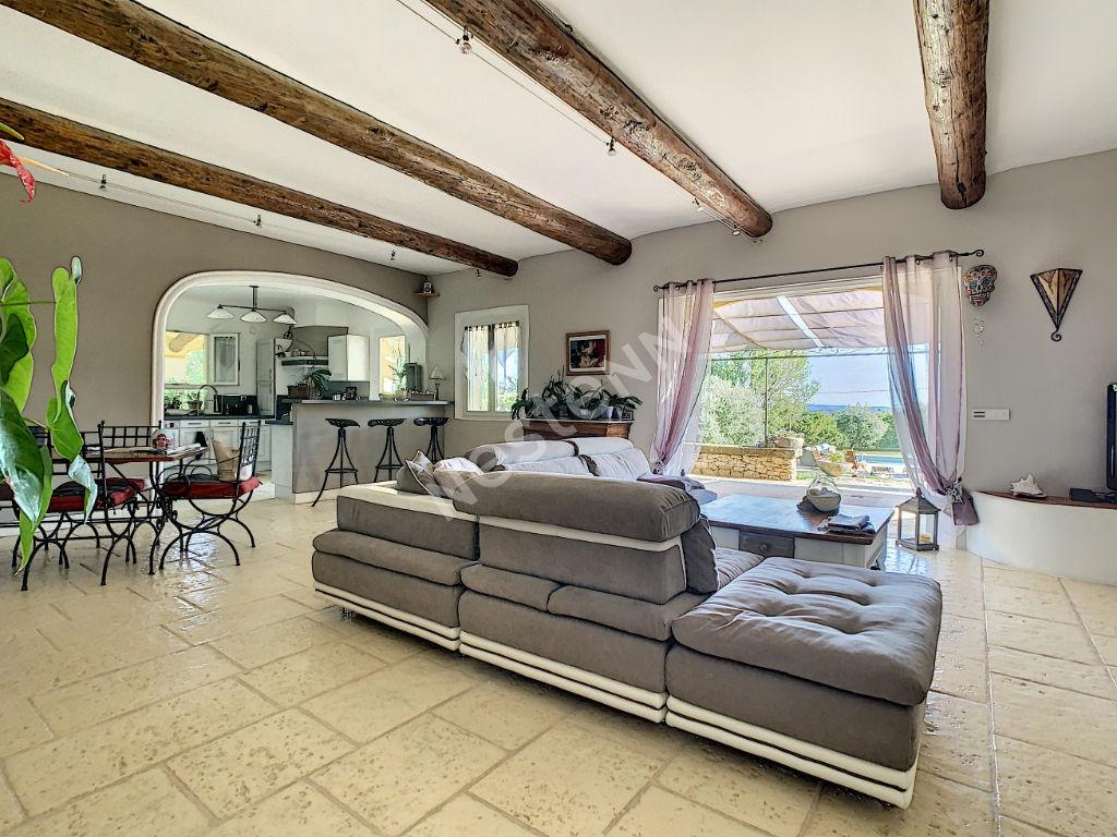Très belle maison sur 4000 m² de terrain avec piscine