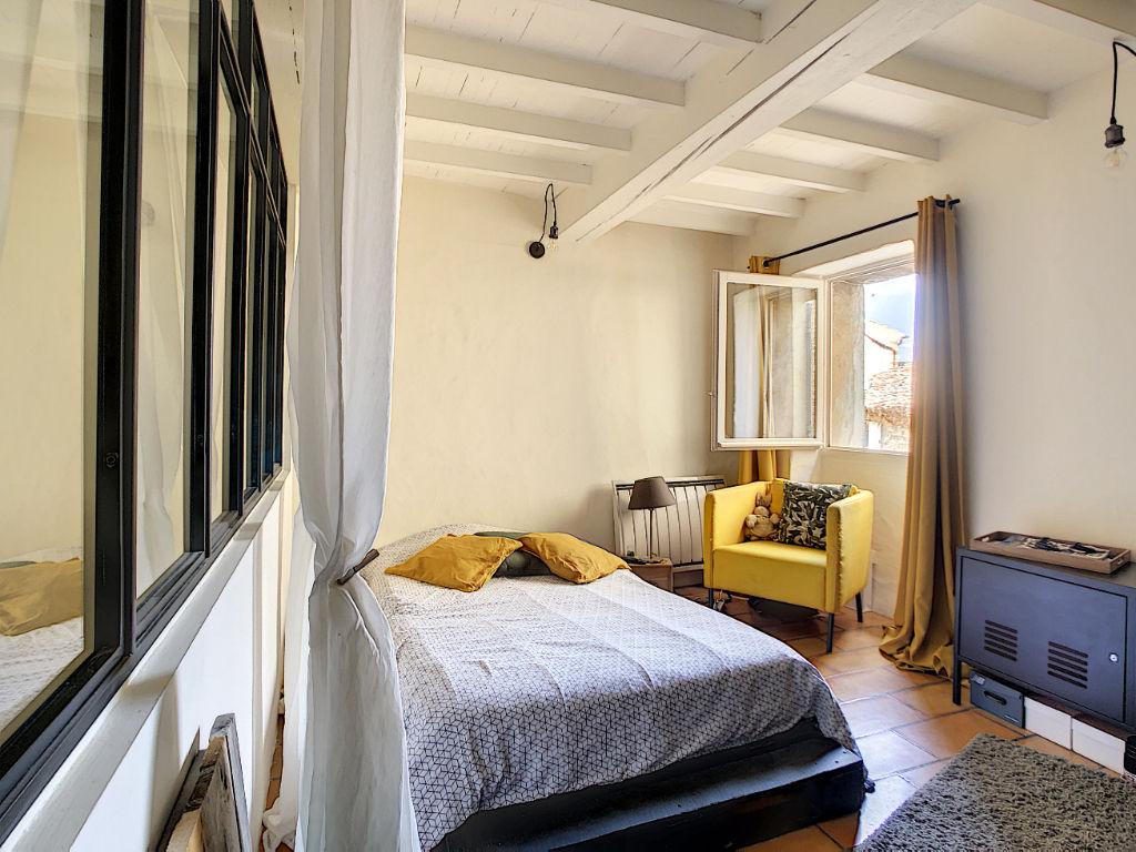 Maison de charme avec terrasse et cave