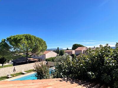 Grande villa avec dependances, piscine et jardin