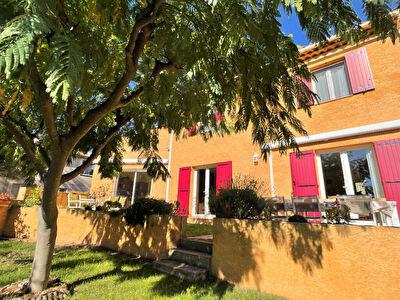 Impeccable villa de 156 m2, dependance de plain-pied, garage et jardin