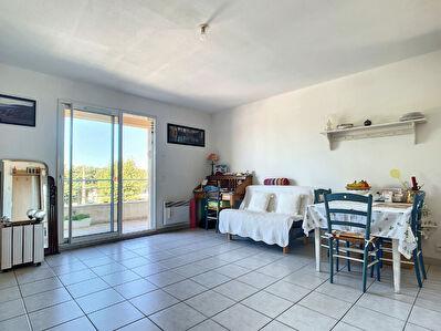 Appartement T2 43 m2 avec terrasse et place de parking