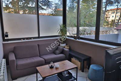 Triplex - parfait etat - grande terrasse - Francheville : proche toutes commodites