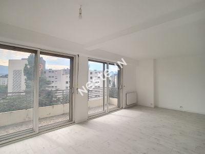 Bel appartement Secteur Allie, 3 chambres, lumineux et entierement renove en 2020