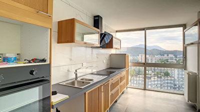 Appartement Echirolles 4 pieces 90 m2 en parfait etat.