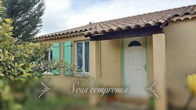 Villa T5 de 104m2 de plain pied avec garage sur terrain clos de 570m2 - Peripherie Brignoles