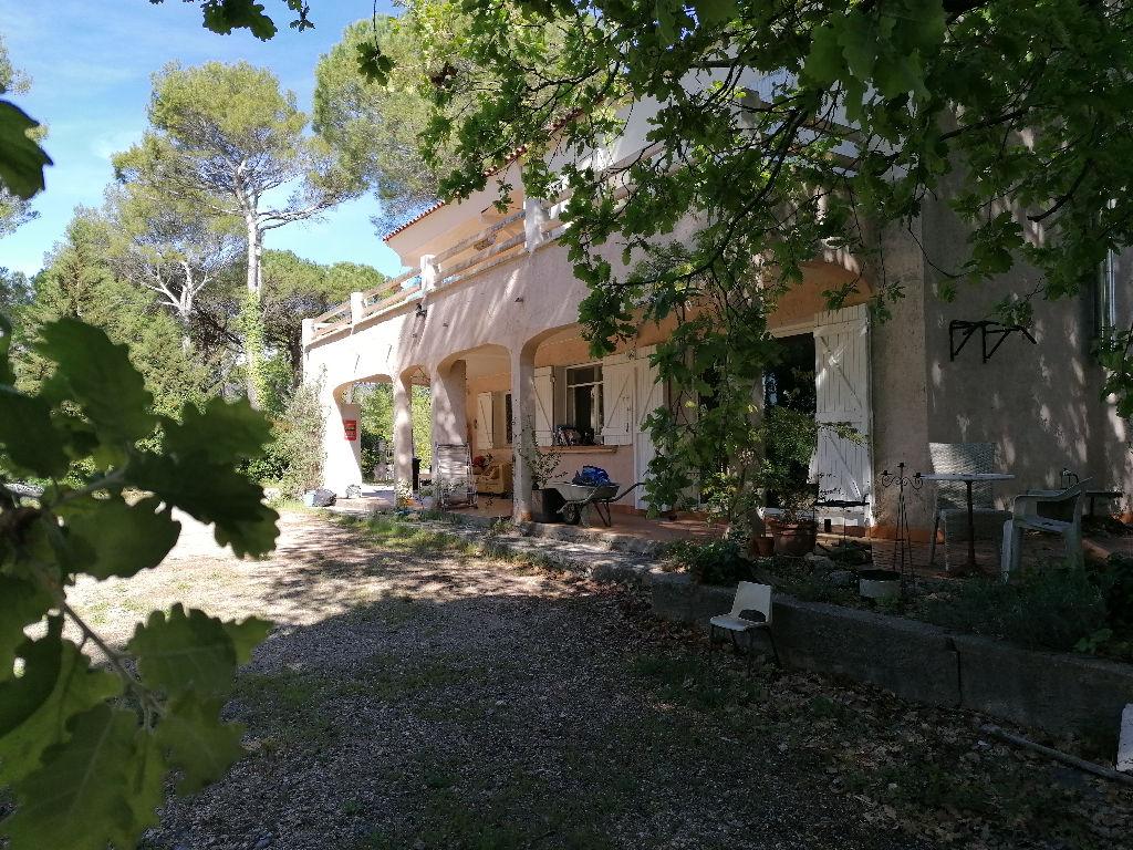 Maison Saint Maximin La Sainte Baume 6 pièce(s) 180 m2 Terrain 3000m² Piscine