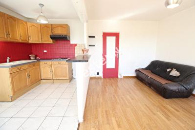 Appartement F2 (1 chambre) - Metz - Dernier etage - 2 Balcons - Cave