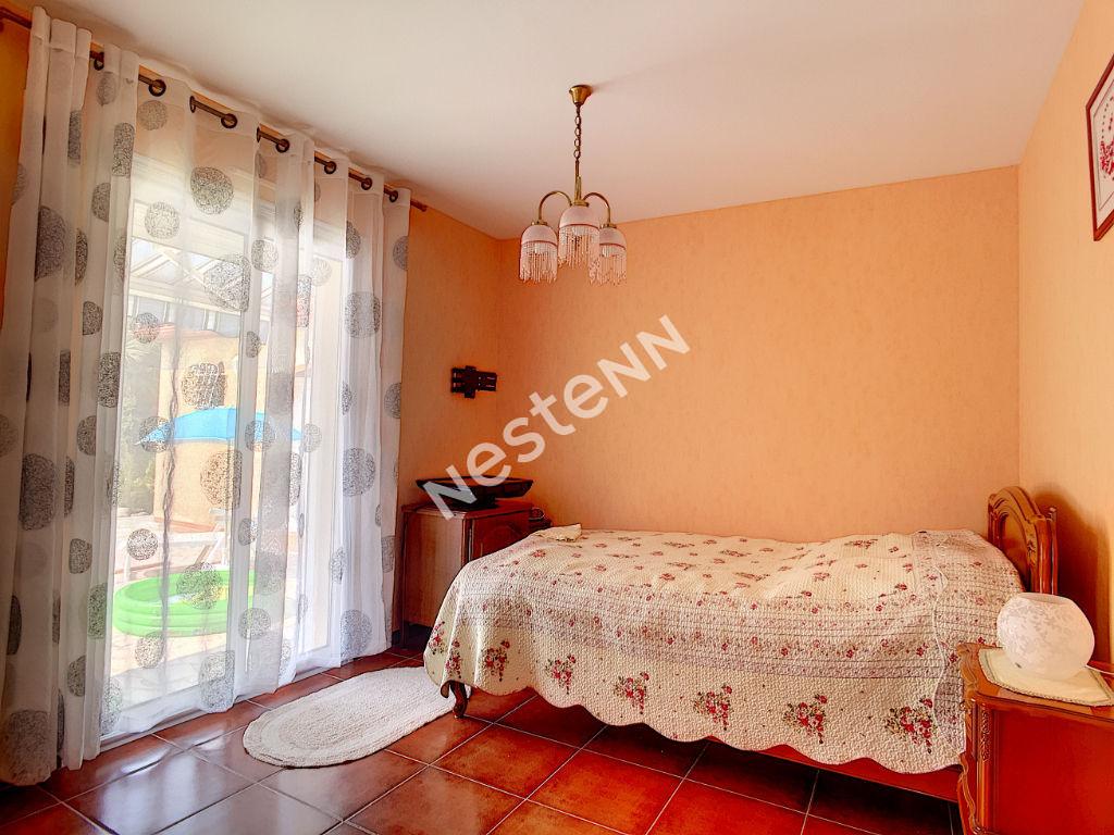 A VENDRE Saint Genis Des Fontaines villa 4 faces 7 pièce(s) 161.08 m2 sur terrain 1530 m2.