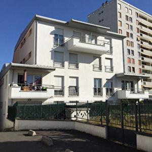 Appartement Aubervilliers 3 pieces de standing avec balcon 2010