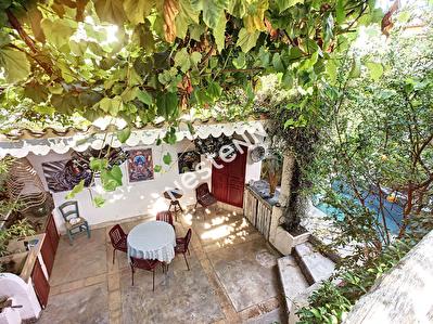 Maison de ville, Aigues Mortes , 6 pieces, bassin .