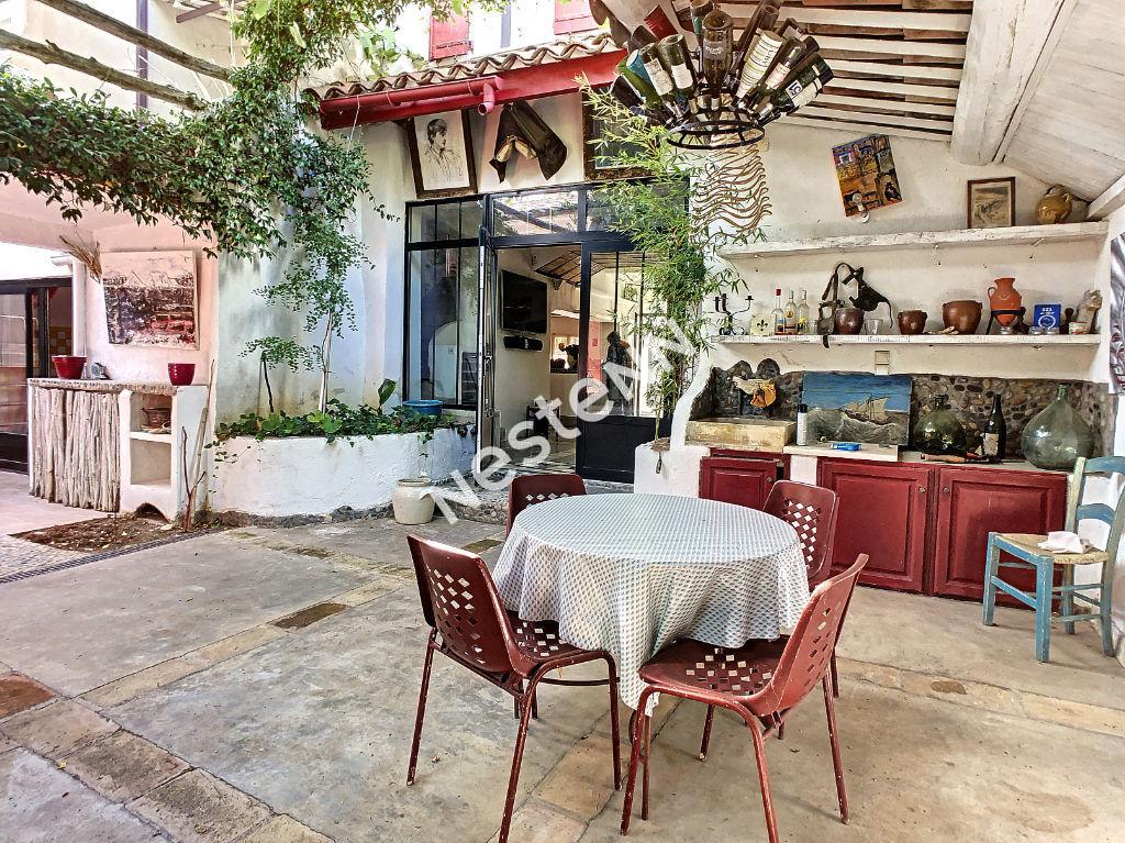 Maison de ville, Aigues Mortes , 6 pièces, bassin .