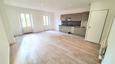 Appartement Sollies Toucas 3 pieces 59 m2 - Entierement renove - Calme - Aucun travaux