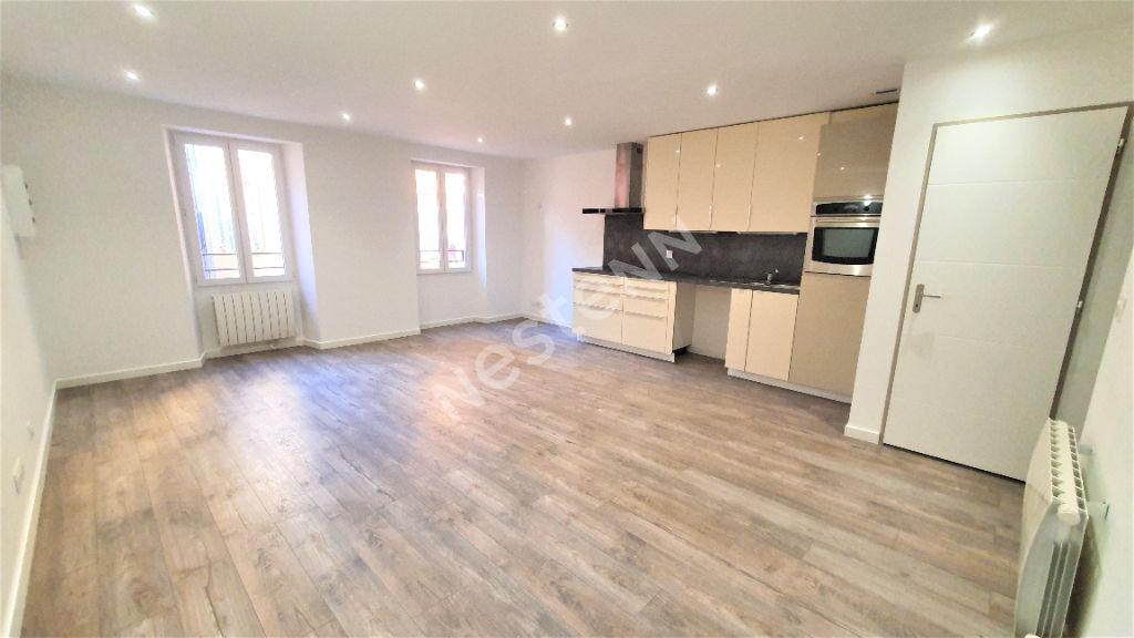 Appartement Sollies Toucas 3 pièces 59 m2 - Entièrement rénové - Calme - Aucun travaux