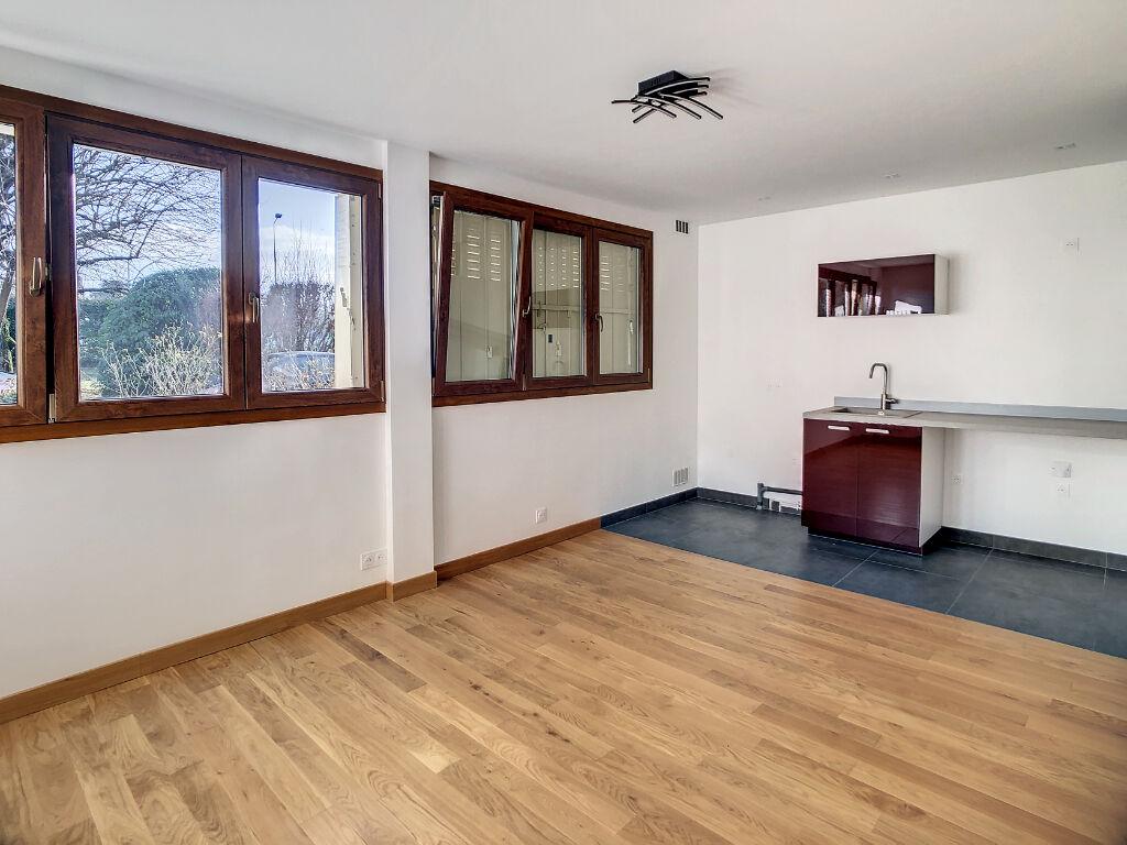 Appartement  STUDIO REFAIT A NEUF