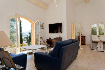 Villa Plan De Cuques 7 pieces 210 m2