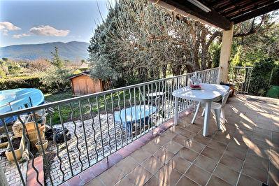 Villa Saint Zacharie 5 pieces 130 m2 sur 500m2 de terrain environ.