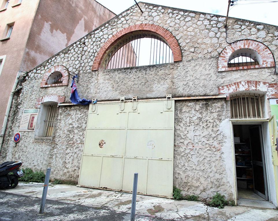 Local commercial Aubagne 250 M² Au Sol+  Mezzanine 100 M²+ Toit Terrasse  250 M² m2