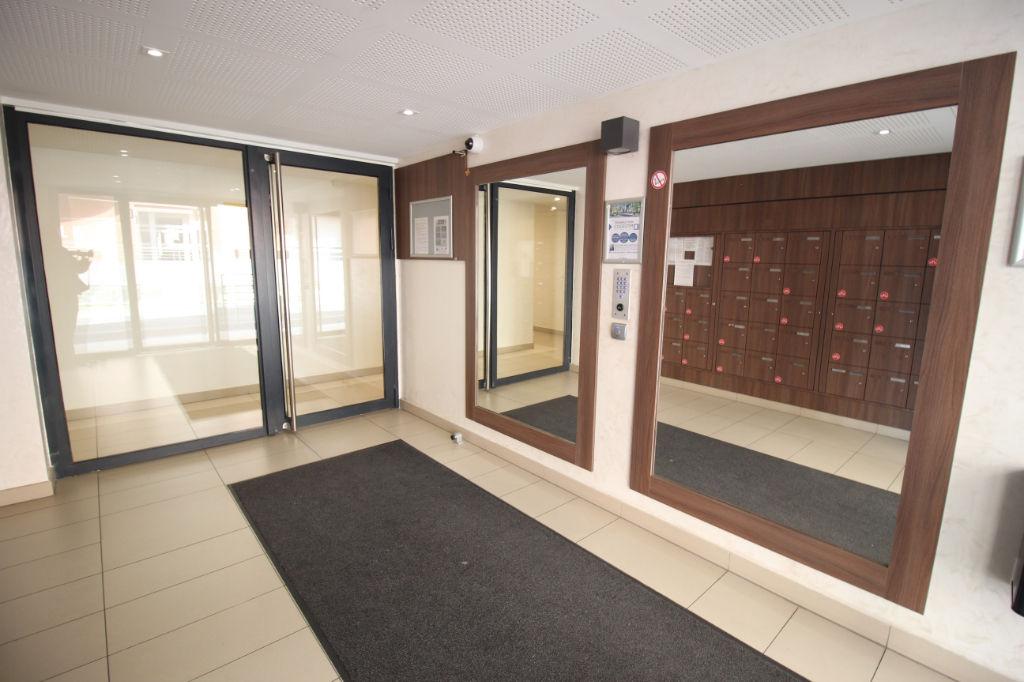 Appartement Aubagne 3 pièce(s) 59 m2 + terrasse + parking en sous sol