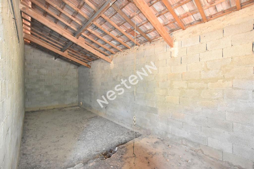 Terrain de 700 m² viabilisé avec  un bâti de 70 m²