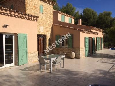 Maison  T5 de 165 m2 sur  5528m2 de terrain+piscine avec agrandissement possible.