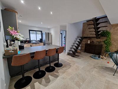 Appartement 4 pieces de 97 m2 avec un garage de 55 m2  et ses 2 terrasses a Ceyreste.